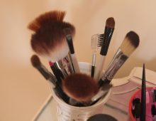An All-Natural Way To Clean Your Makeup Brush